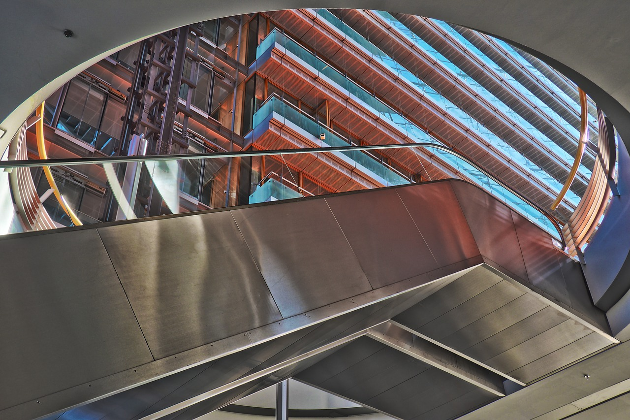 Szklana balustrada: rozwiązanie, z którego warto skorzystać