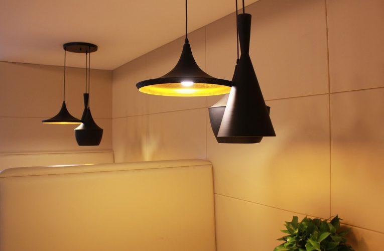 Pomysły na wiszącą lampę: żyrandol kryształowy