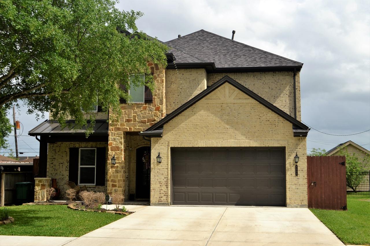 Jaka brama garażowa powinna być?