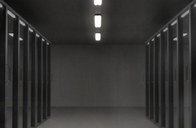 Metalowa szafa: obowiązkowy element wyposażenia zakładów przemysłowych
