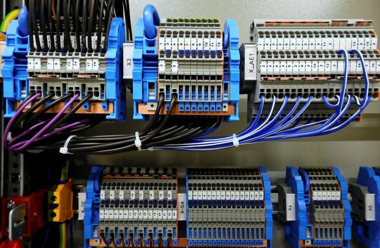 Wybieramy firmę oferującą komponenty automatyki przemysłowej